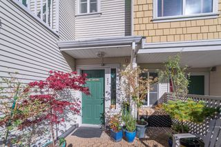 """Photo 3: 22 240 TENTH Street in New Westminster: Uptown NW Townhouse for sale in """"COBBLESTONE WALK"""" : MLS®# R2215044"""