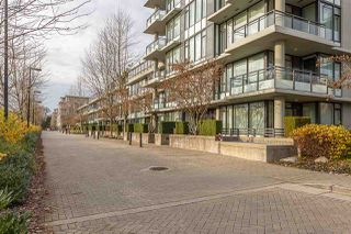"""Photo 2: 708 9009 CORNERSTONE Mews in Burnaby: Simon Fraser Univer. Condo for sale in """"THE HUB"""" (Burnaby North)  : MLS®# R2324586"""