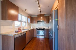 Photo 3: 203 3110 DAYANEE SPRINGS Boulevard in Coquitlam: Westwood Plateau Condo for sale : MLS®# R2354233