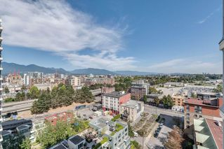 "Photo 18: 1501 120 MILROSS Avenue in Vancouver: Downtown VE Condo for sale in ""BRIGHTON"" (Vancouver East)  : MLS®# R2403473"