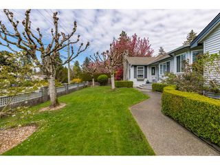 Photo 2: 101 1744 128 STREET in Surrey: Crescent Bch Ocean Pk. Townhouse for sale (South Surrey White Rock)  : MLS®# R2451340