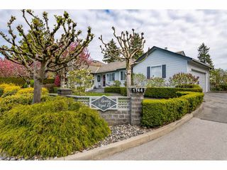 Photo 1: 101 1744 128 STREET in Surrey: Crescent Bch Ocean Pk. Townhouse for sale (South Surrey White Rock)  : MLS®# R2451340