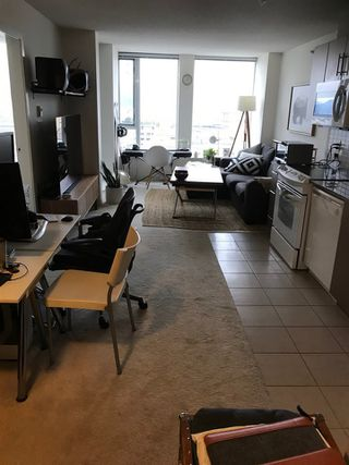"""Photo 3: 1706 550 TAYLOR Street in Vancouver: Downtown VW Condo for sale in """"THE TAYLOR"""" (Vancouver West)  : MLS®# R2514059"""