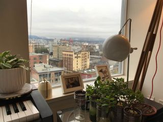 """Photo 2: 1706 550 TAYLOR Street in Vancouver: Downtown VW Condo for sale in """"THE TAYLOR"""" (Vancouver West)  : MLS®# R2514059"""