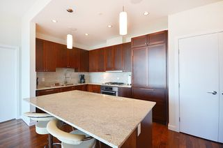 "Photo 8: 2706 280 ROSS Drive in New Westminster: Fraserview NW Condo for sale in ""CARLYLE"" : MLS®# R2082158"