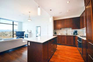 "Photo 7: 2706 280 ROSS Drive in New Westminster: Fraserview NW Condo for sale in ""CARLYLE"" : MLS®# R2082158"