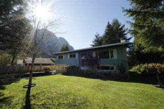 Photo 1: 1828 CEDAR Drive in Squamish: Valleycliffe House for sale : MLS®# R2113673