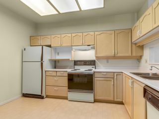 "Photo 2: 501 121 W 29TH Street in North Vancouver: Upper Lonsdale Condo for sale in ""Somerset Green"" : MLS®# R2145670"