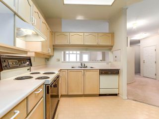 "Photo 3: 501 121 W 29TH Street in North Vancouver: Upper Lonsdale Condo for sale in ""Somerset Green"" : MLS®# R2145670"