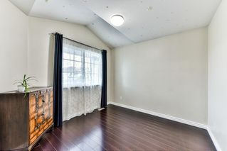 """Photo 3: 8683 207 Street in Langley: Walnut Grove House for sale in """"DISCOVERY TOWNE"""" : MLS®# R2178998"""