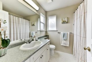 """Photo 7: 8683 207 Street in Langley: Walnut Grove House for sale in """"DISCOVERY TOWNE"""" : MLS®# R2178998"""