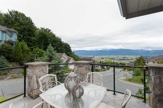 Photo 3: 2665 GOODBRAND Drive in Abbotsford: Abbotsford East House for sale : MLS®# R2184939