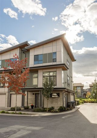 "Photo 2: 1157 NATURES Gate in Squamish: Downtown SQ Townhouse for sale in ""EAGLEWIND"" : MLS®# R2215271"