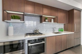 Photo 8: 2051 38 Smithe in Vancouver: Condo  : MLS®# R2222699