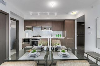 Photo 9: 2051 38 Smithe in Vancouver: Condo  : MLS®# R2222699
