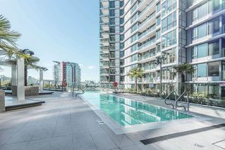 Photo 3: 2051 38 Smithe in Vancouver: Condo  : MLS®# R2222699