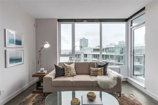 Photo 5: 2051 38 Smithe in Vancouver: Condo  : MLS®# R2222699