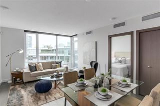 Photo 6: 2051 38 Smithe in Vancouver: Condo  : MLS®# R2222699