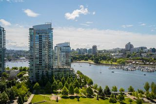 "Photo 4: 1702 638 BEACH Crescent in Vancouver: Yaletown Condo for sale in ""ICON"" (Vancouver West)  : MLS®# R2274580"