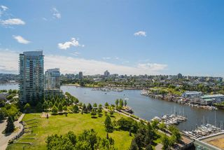 "Photo 3: 1702 638 BEACH Crescent in Vancouver: Yaletown Condo for sale in ""ICON"" (Vancouver West)  : MLS®# R2274580"