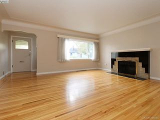 Photo 2: 114 E Maddock Ave in VICTORIA: Vi Burnside House for sale (Victoria)  : MLS®# 798646