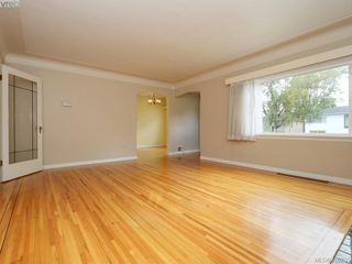 Photo 3: 114 E Maddock Ave in VICTORIA: Vi Burnside House for sale (Victoria)  : MLS®# 798646