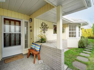 Photo 2: 997 Scottswood Close in VICTORIA: SE Broadmead House for sale (Saanich East)  : MLS®# 804307