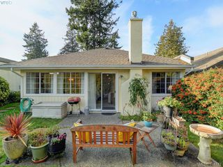 Photo 17: 997 Scottswood Close in VICTORIA: SE Broadmead Single Family Detached for sale (Saanich East)  : MLS®# 804307