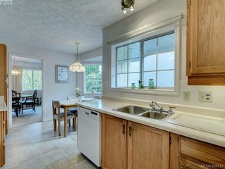Photo 5: 997 Scottswood Close in VICTORIA: SE Broadmead Single Family Detached for sale (Saanich East)  : MLS®# 804307