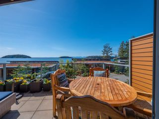 "Photo 18: 5392 WAKEFIELD BEACH LANE Lane in Sechelt: Sechelt District Townhouse for sale in ""WAKEFIELD BEACH"" (Sunshine Coast)  : MLS®# R2351351"