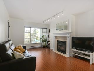 Photo 3: 308 988 West 54th Avenue in Hawthorne House: South Cambie Home for sale ()  : MLS®# R2040205
