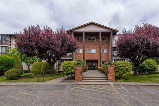 "Main Photo: 106 32910 AMICUS Place in Abbotsford: Central Abbotsford Condo for sale in ""Royal Oaks"" : MLS®# R2381104"