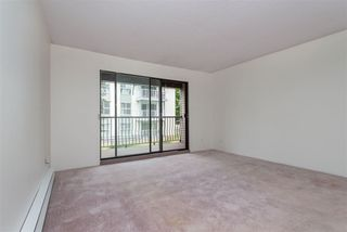 """Photo 13: 106 32910 AMICUS Place in Abbotsford: Central Abbotsford Condo for sale in """"Royal Oaks"""" : MLS®# R2381104"""