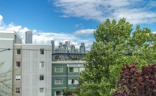 Photo 4: 304 1630 W 1ST AVENUE in Vancouver: False Creek Condo for sale (Vancouver West)  : MLS®# R2454052