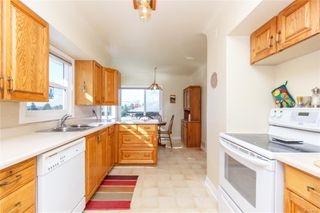 Photo 11: 1797 Mcrae Ave in : SE Camosun House for sale (Saanich East)  : MLS®# 857060