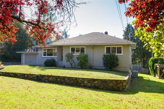 Photo 3: 1797 Mcrae Ave in : SE Camosun House for sale (Saanich East)  : MLS®# 857060