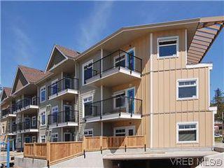 Photo 1: 118 21 Conard St in : VR Hospital Condo for sale (View Royal)  : MLS®# 569626