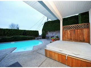 """Photo 16: 14410 SUNSET Lane: White Rock House for sale in """"MARINE DRIVE WEST"""" (South Surrey White Rock)  : MLS®# F1413087"""