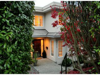 """Photo 2: 14410 SUNSET Lane: White Rock House for sale in """"MARINE DRIVE WEST"""" (South Surrey White Rock)  : MLS®# F1413087"""