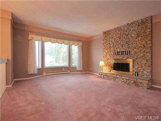 Photo 2: 826 Cameo St in VICTORIA: SE High Quadra House for sale (Saanich East)  : MLS®# 722342