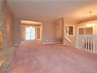 Photo 3: 826 Cameo St in VICTORIA: SE High Quadra House for sale (Saanich East)  : MLS®# 722342