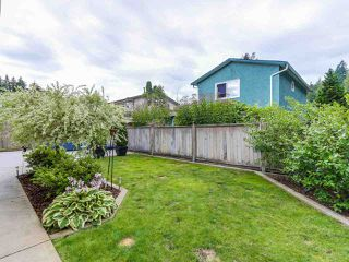 Photo 2: 1885 BLUFF Way in Coquitlam: River Springs House for sale : MLS®# R2094392