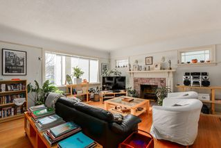 Photo 4: 2445 W 10TH Avenue in Vancouver: Kitsilano House for sale (Vancouver West)  : MLS®# R2135608