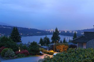 Photo 1: 530 YALE Road in Port Moody: College Park PM House for sale : MLS®# R2171738