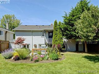 Photo 18: 2547 Scott St in VICTORIA: Vi Oaklands House for sale (Victoria)  : MLS®# 761489