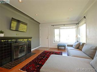Photo 2: 2547 Scott Street in VICTORIA: Vi Oaklands Single Family Detached for sale (Victoria)  : MLS®# 379134