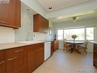 Photo 5: 2547 Scott Street in VICTORIA: Vi Oaklands Single Family Detached for sale (Victoria)  : MLS®# 379134