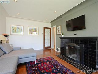 Photo 3: 2547 Scott Street in VICTORIA: Vi Oaklands Single Family Detached for sale (Victoria)  : MLS®# 379134