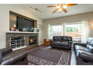 Photo 2: 6145 195 Street in Surrey: Cloverdale BC House for sale (Cloverdale)  : MLS®# R2201928