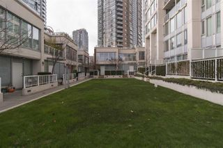 "Photo 14: 37 KEEFER Place in Vancouver: Downtown VW Townhouse for sale in ""TAYLOR"" (Vancouver West)  : MLS®# R2228949"